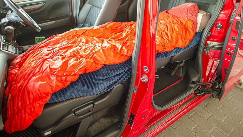 寝袋を敷く