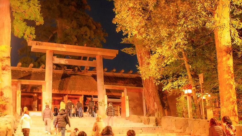 夜の伊勢神宮