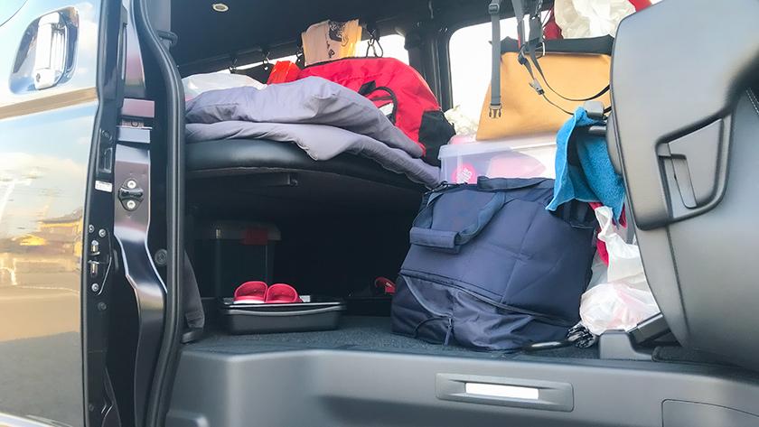 ハイエース車中泊時の荷物